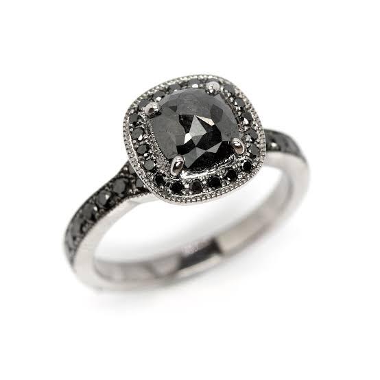 全てブラックダイヤモンドを留めたプラチナリング