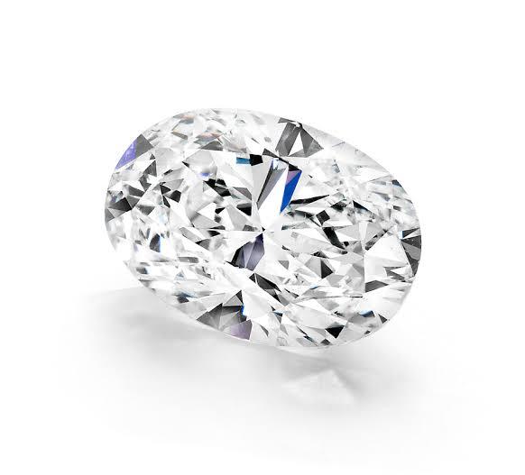 楕円形のオーバルカットダイヤモンド