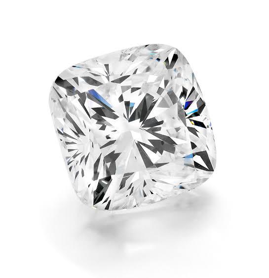 クッションカットのダイヤモンド