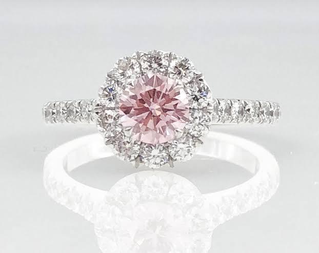 ピンクダイヤモンドのプラチナ婚約指輪