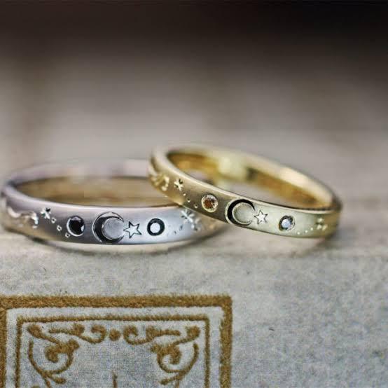 トルコ国旗の月と星を入れたオーダーメイドの結婚指輪