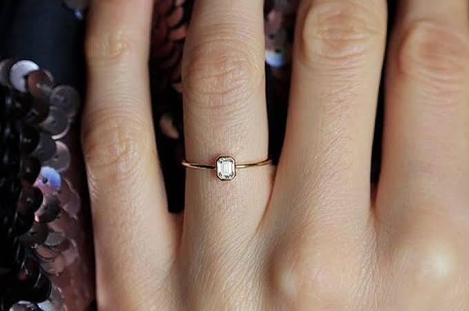 婚約指輪のダイヤモンドが小さくて気に入らない場合