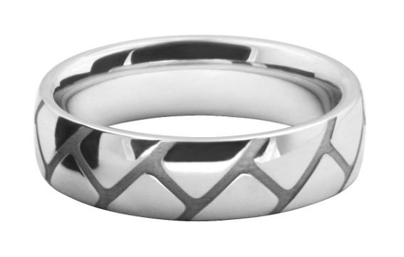 迷路模様をレーザー彫刻したレメンズの結婚指輪オーダーメイド