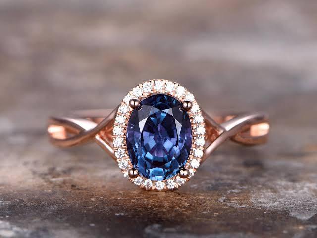 アレキサンドライトを婚約指輪でオーダーメイドする