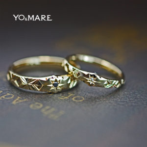 ゴールドのビンテージな結婚指輪にピラミデ柄を合わせたオーダー作品