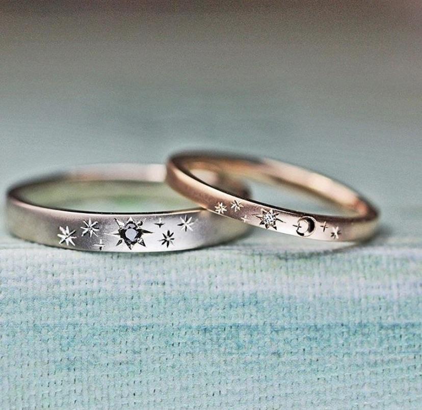 ピンクゴールドとプラチナの結婚指輪に星と月の模様を入れたオーダー作品