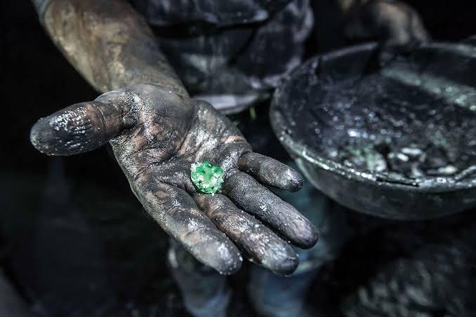 最も危険な国の最も危険なエメラルド鉱山・ムゾー