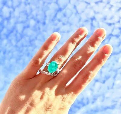 その色を一度見たら忘れない!パライバを結婚指輪オーダーメイドで