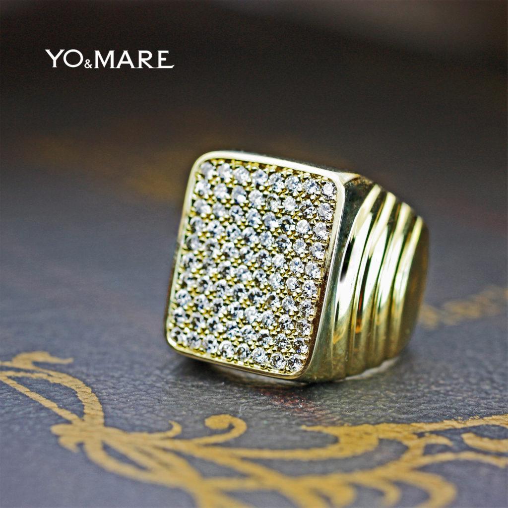 80ピースのダイヤモンドが敷き詰められたゴールドのメンズリング