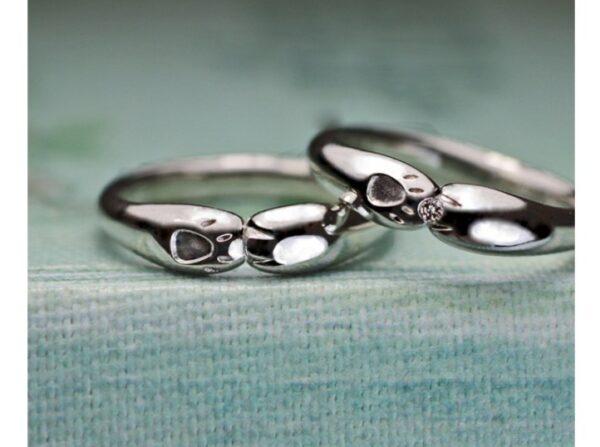 ネコが手でハグする結婚指輪が完成