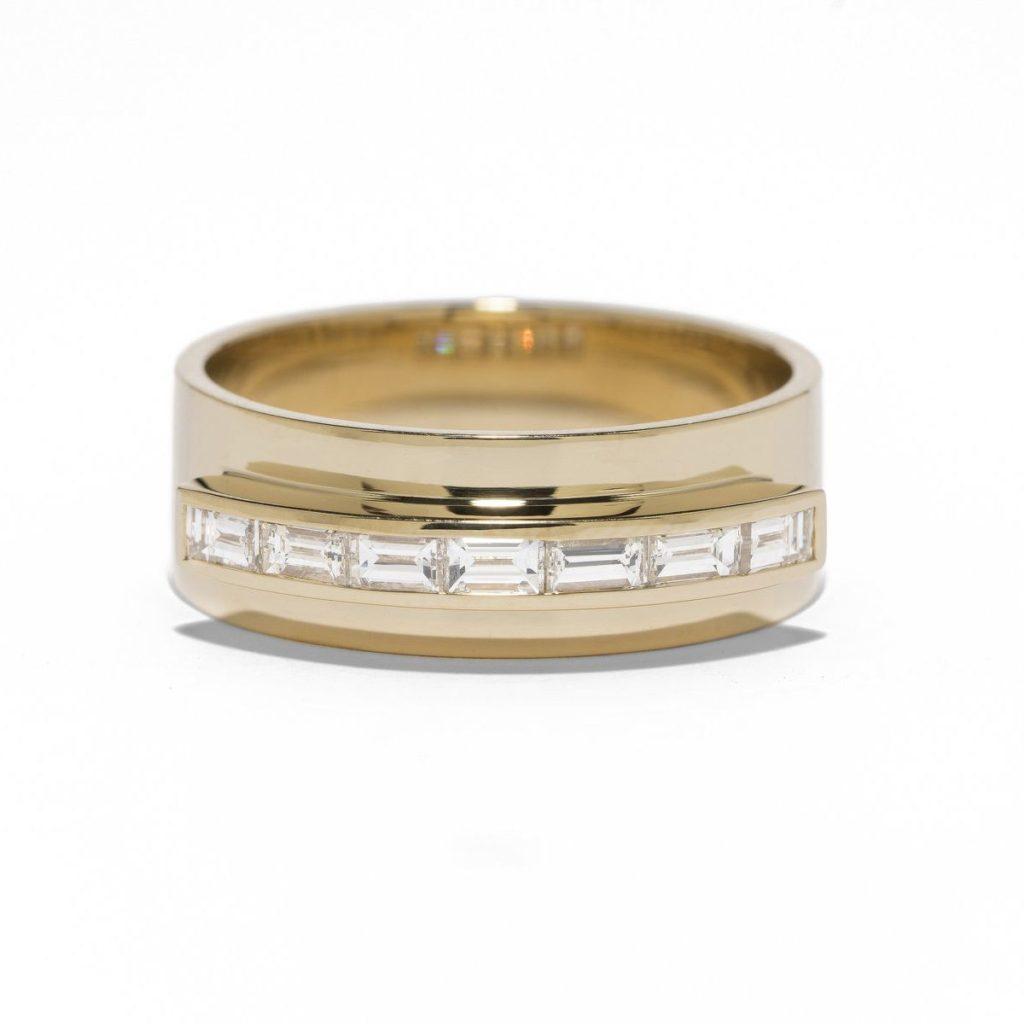 AZLEE・バゲットダイヤが並んだゴールドの結婚指輪