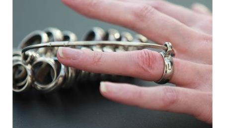 リングゲージで結婚指輪のサイズを決める
