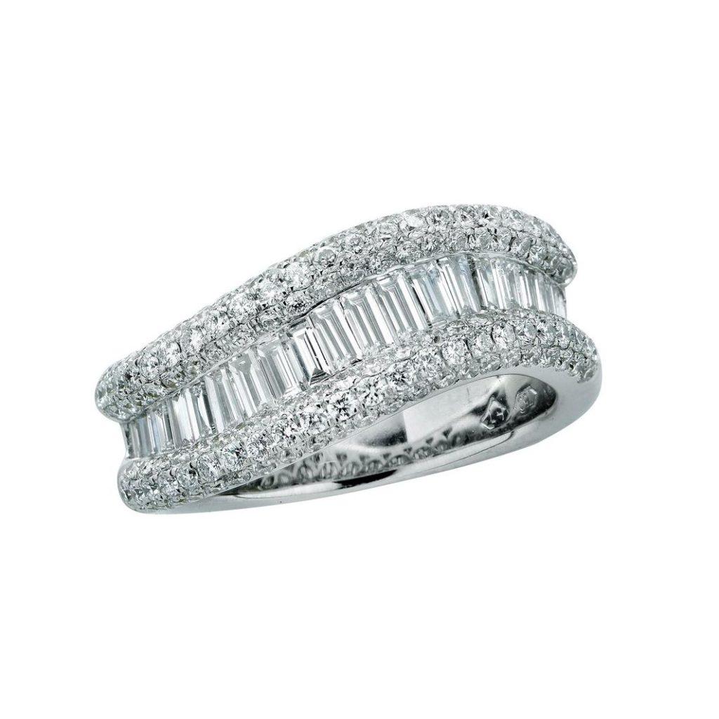 1STDIBS・2.50カラットのパヴェとバゲットダイヤモンドのエタニティリング