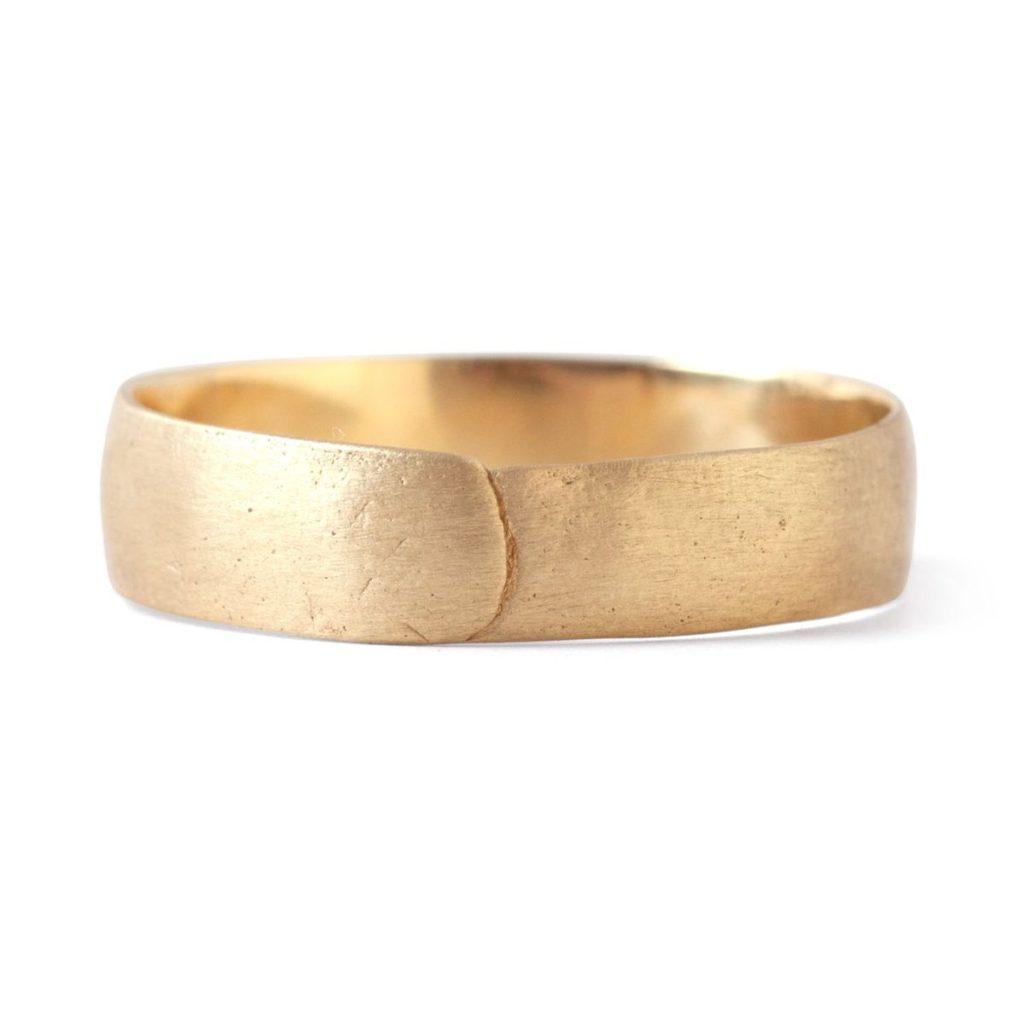 ポリーウェールズ・ゴールドの男性結婚指輪