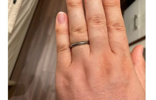 リングゲージにて指のサイズを測った際の画像1