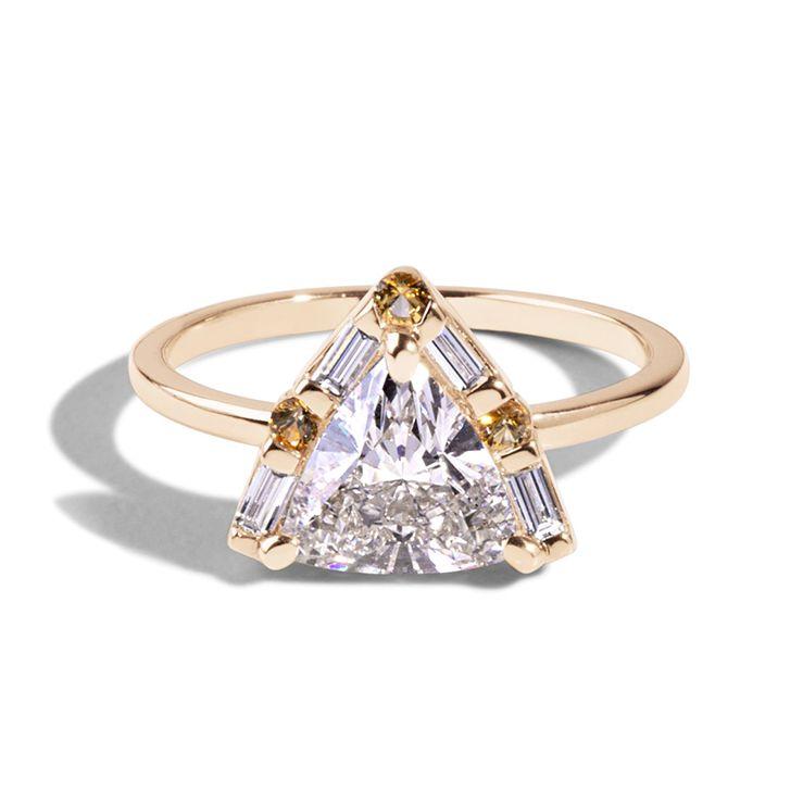 バリオニール・三角形ダイヤの婚約指輪