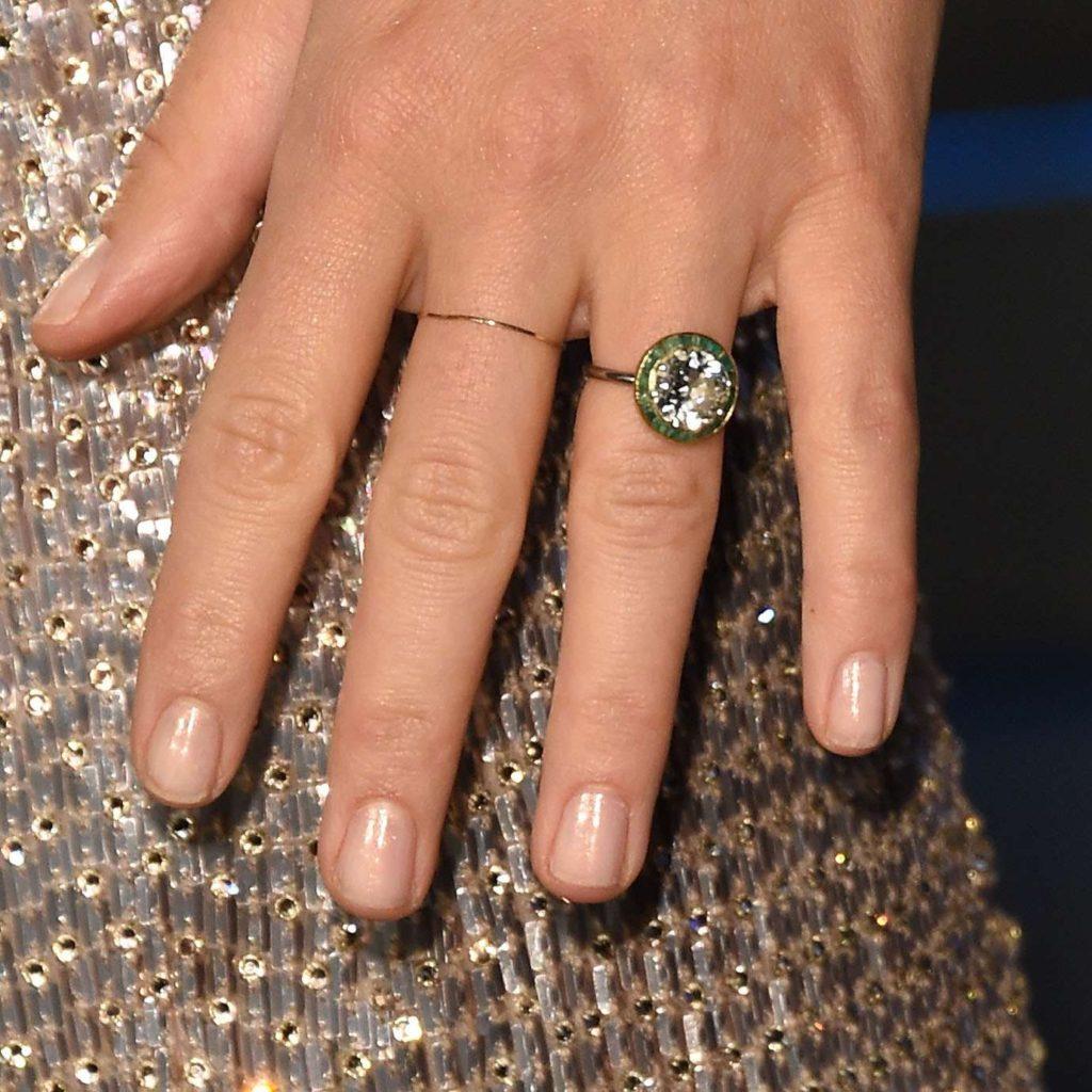 アンティークな婚約指輪とオールドカットのダイヤモンドの魅力12