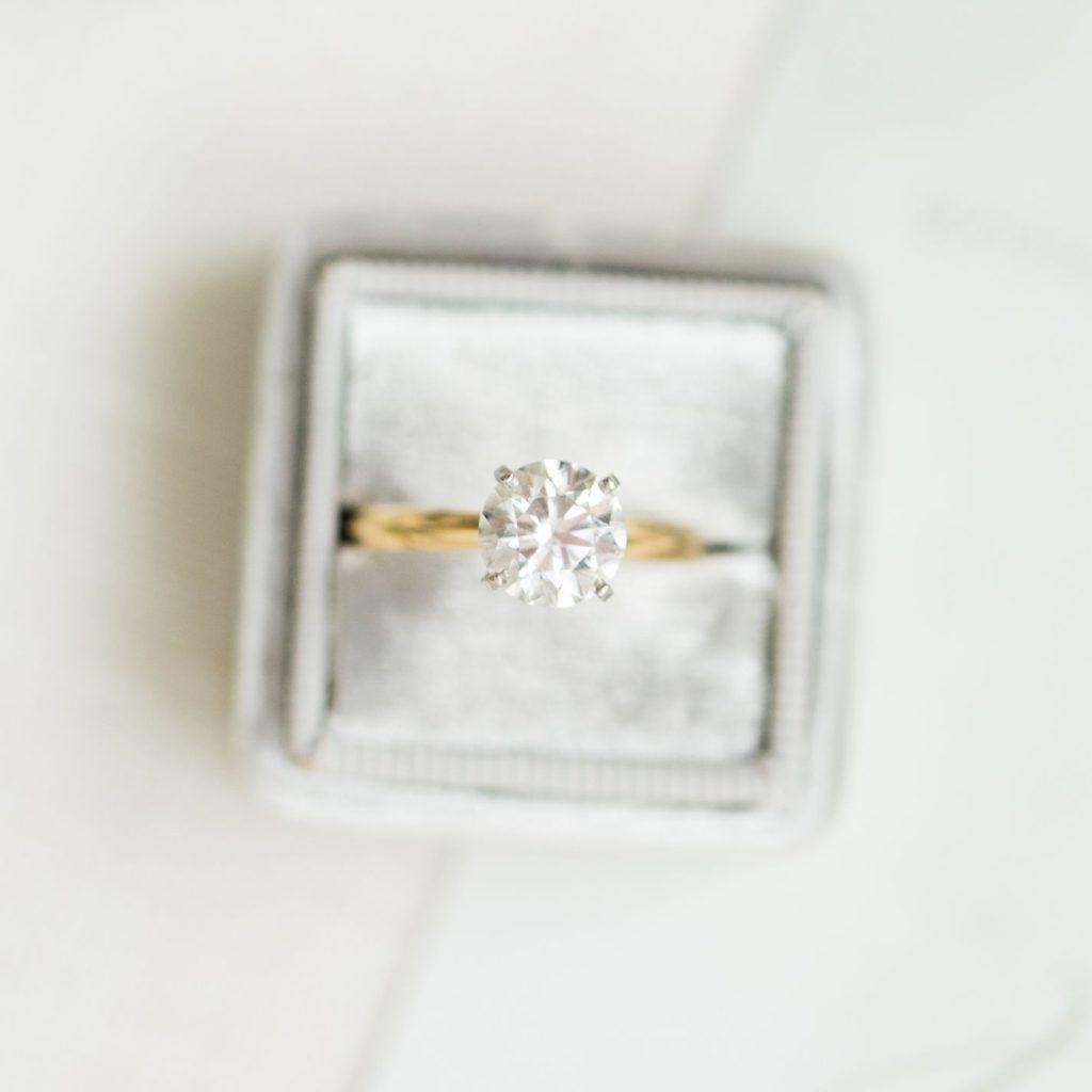 自宅でゴールドの結婚指輪をきれいにする3つの裏技を職人が伝授!