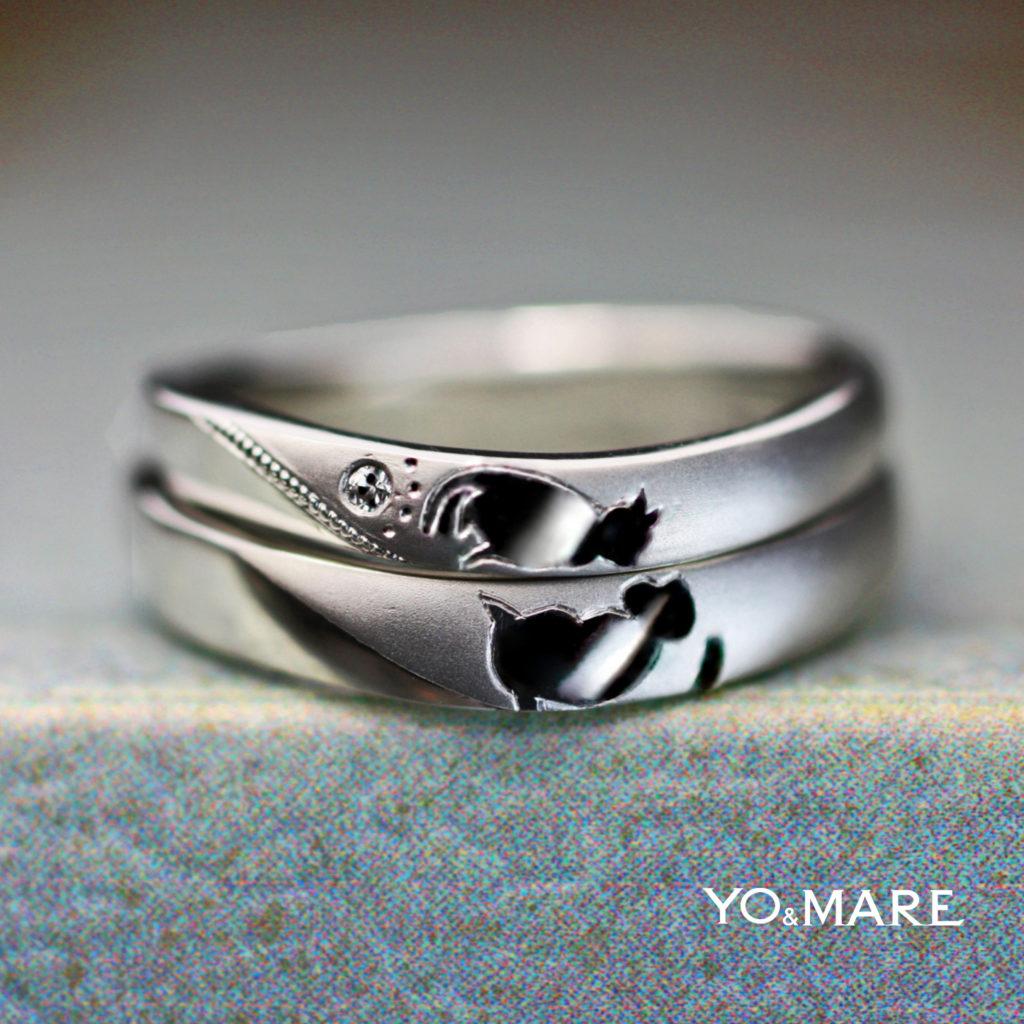 結婚指輪を重ねるとネコとお猿がチューしてるデザインのオーダー作品