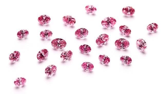 メレー サイズのピンクダイヤモンドです。