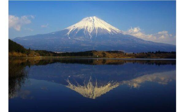 逆さ富士を写した画像