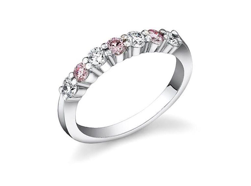 ピンクダイヤは白いダイヤの10倍する!
