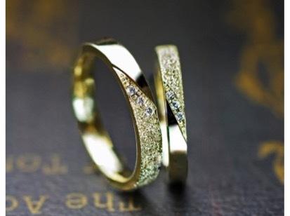 結婚指輪をゴールドでデザインする
