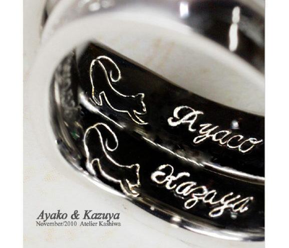 結婚指輪の内側に個性的な筆記体の名前とねこを入れたオーダーメイド作品