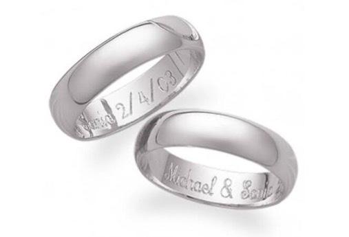 レーザー刻印で結婚指輪の内側に名前を入れたリング