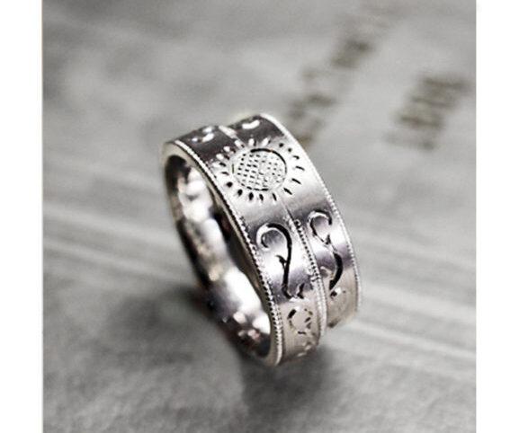 結婚指輪にヒマワリと唐草模様を入れたオーダー作品