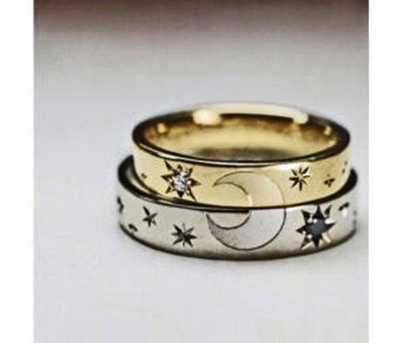 結婚指輪を重ねて月の模様を作ったオーダーメイド作品