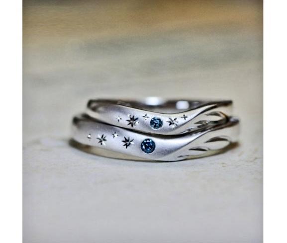 天使の羽にブルーダイヤの星が輝く結婚指輪オーダー作品