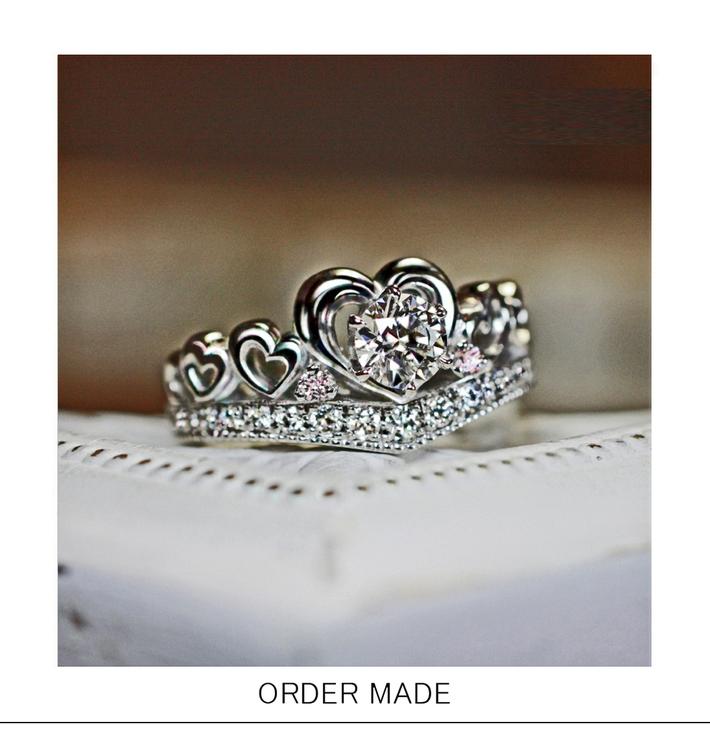 ラブティアラ・ハートがいっぱいのティアラデザインの エタニティ婚約指輪のサムネイル