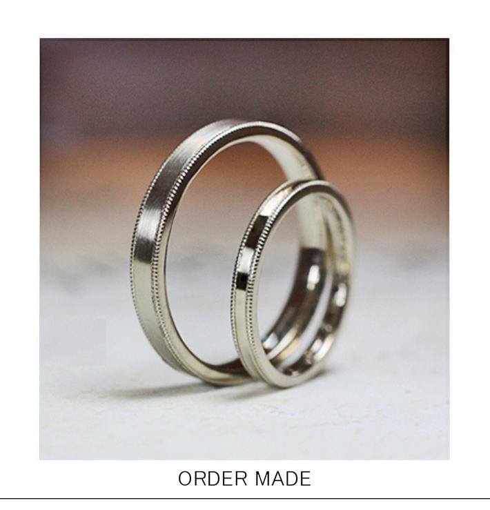 グレーリボン・ミルラインの入ったグレーカラーゴールドのシンプルな結婚指輪オーダーメイドリングのサムネイル
