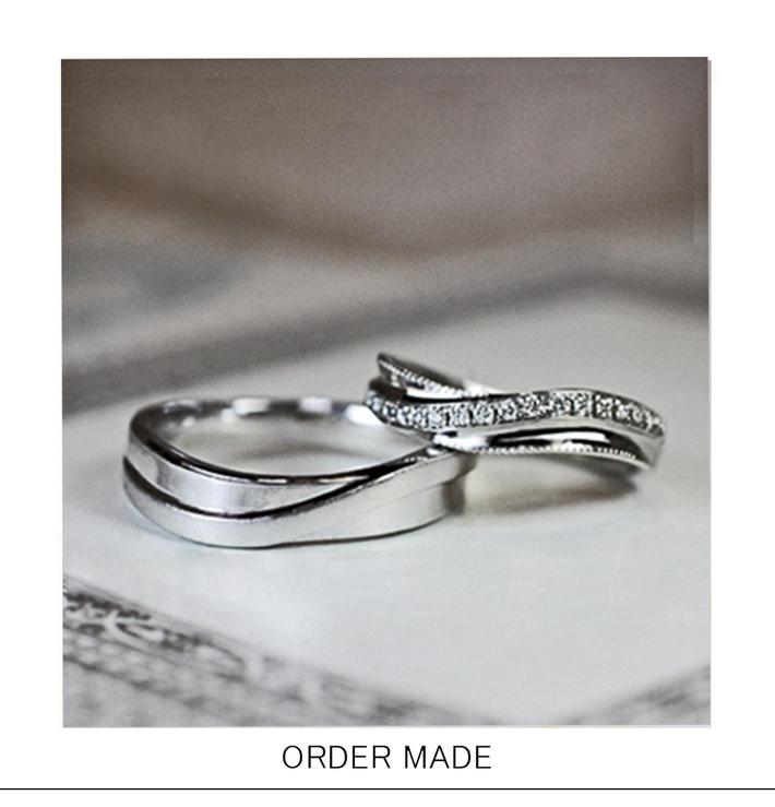 ダイヤモンドのラインをウェーブさせた オーダーメイドの結婚指輪のサムネイル