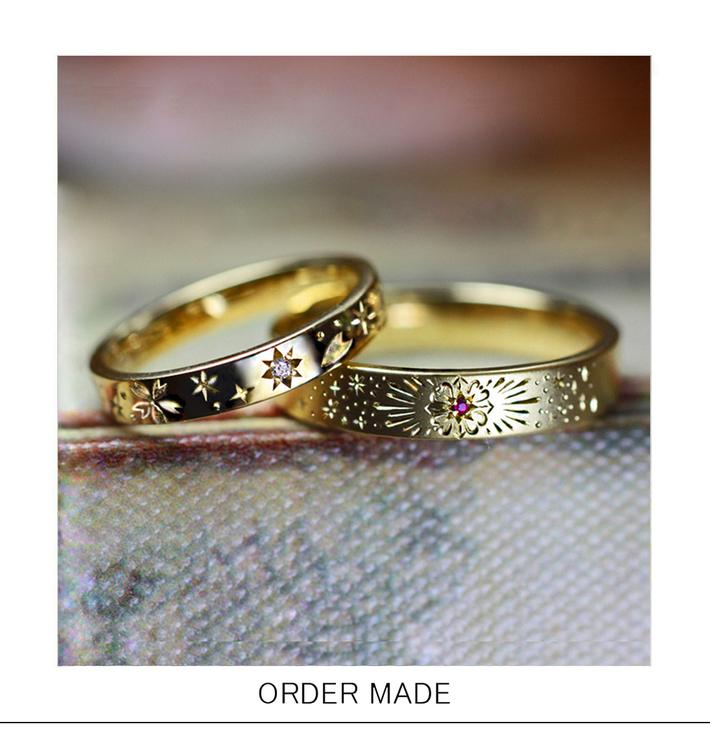 サクラ&花火の模様が入ったオーダーメイドのゴールド結婚指輪のサムネイル