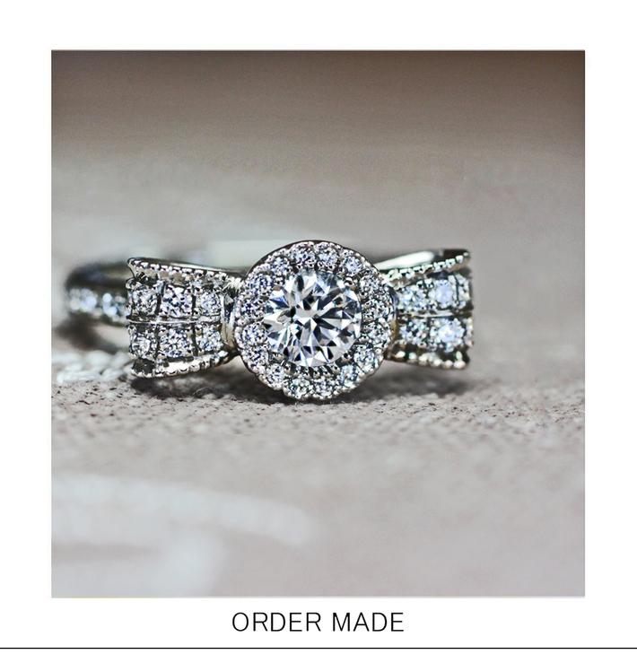 リボンフラワーの 華やかなダイヤモンドエンゲージ リングのサムネイル