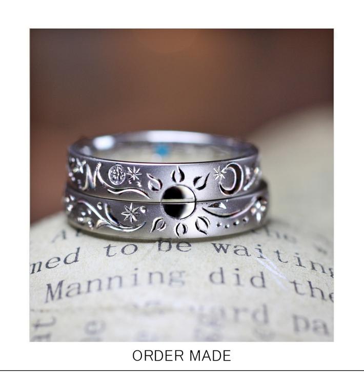 2本を重ねて太陽の模様をつくったオーダーメイドの結婚指輪のサムネイル