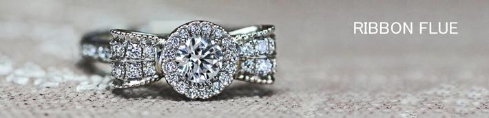 リボンフラワーの 華やかなダイヤモンドエンゲージ リング