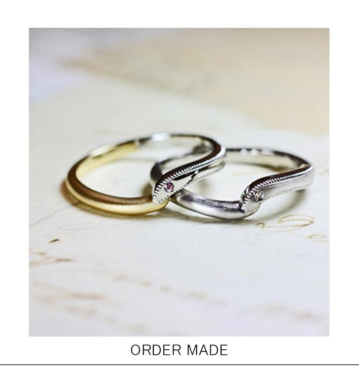 鳥たちが愛をささやくデザインの オーダーメイド・結婚指輪のサムネイル