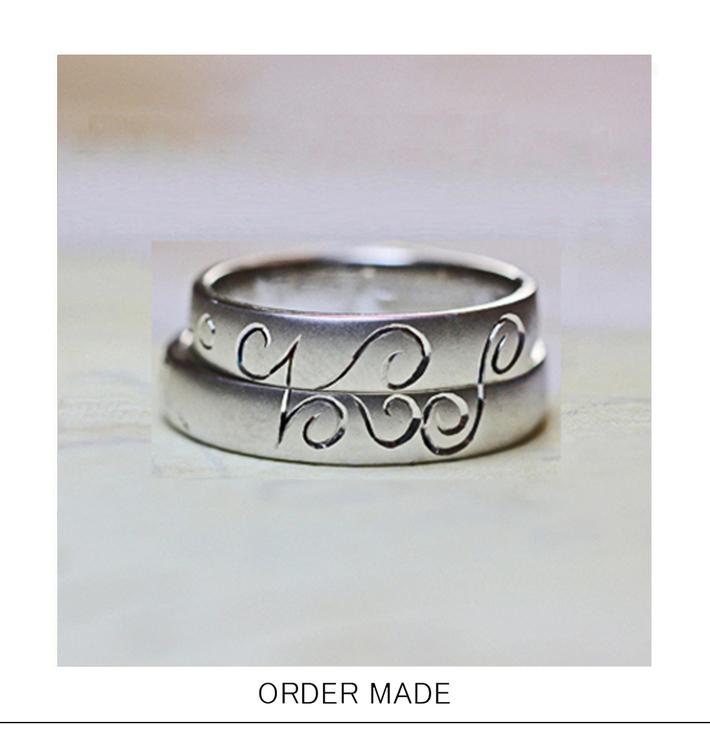 結婚指輪を重ねてイニシャルとハート柄をつくるオーダーメイドリングのサムネイル