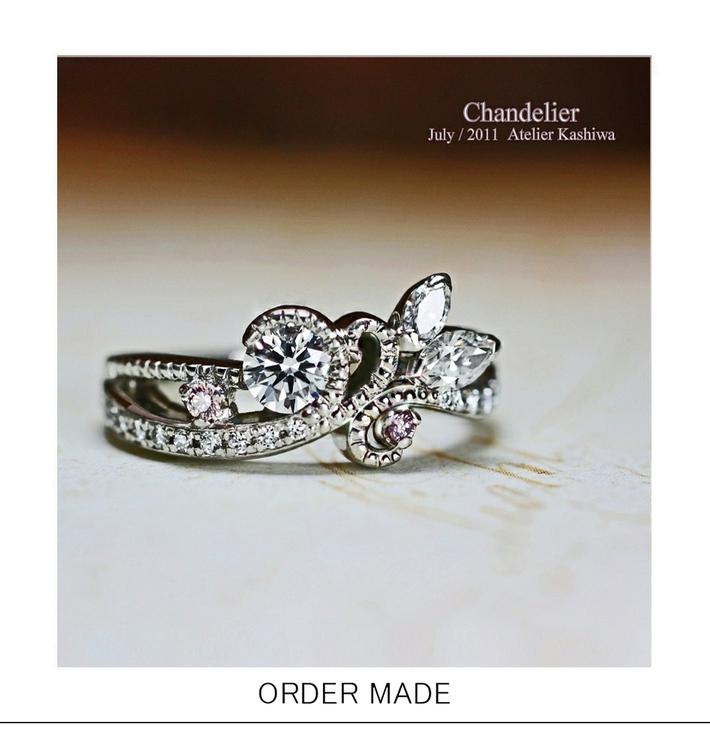 豪華にダイヤモンドをデコレーションした シャンデリアの婚約指輪のサムネイル