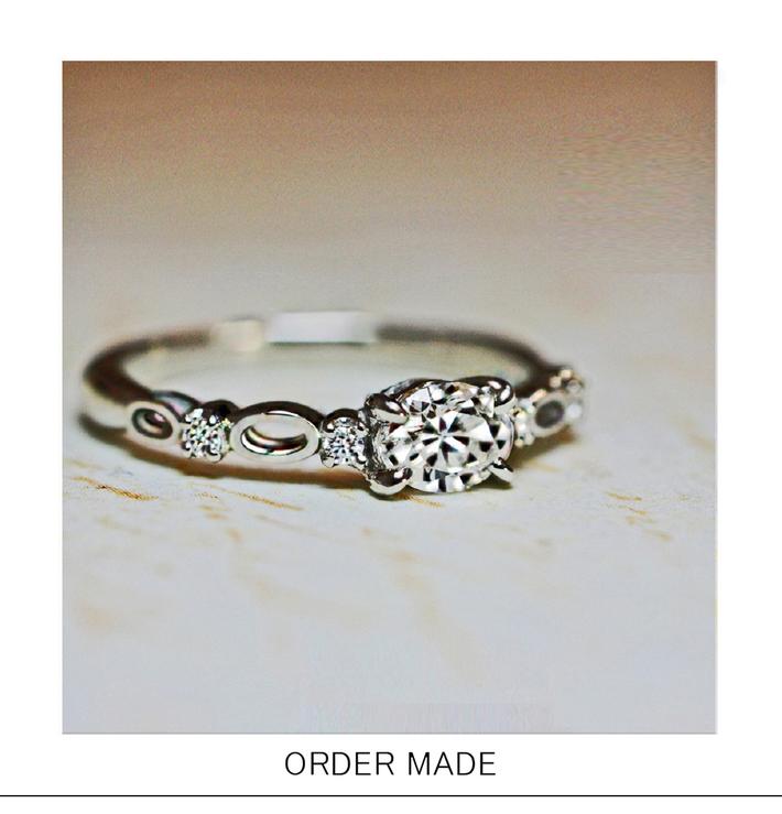 オーバル(楕円)形ダイヤモンドを使った婚約指輪のデザインオーダーのサムネイル