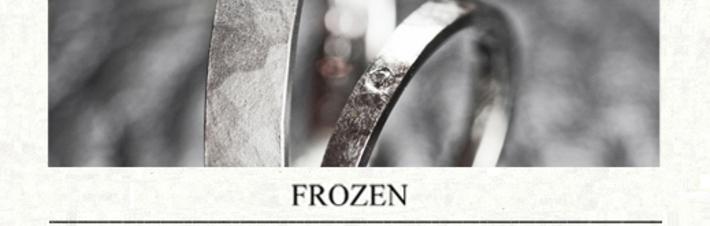 真っ白に凍った様にデザインされたオーダーメイド結婚指輪の画像