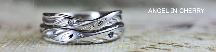 エンジェルインチェリー・ 天使の羽がサクラの舞う中を飛んでいる結婚指輪