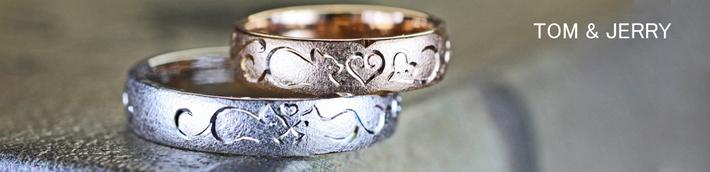 ピンクゴールド&ホワイトゴールドの結婚指輪にネコの模様がはいっているオーダーリングは千葉・柏のカップル