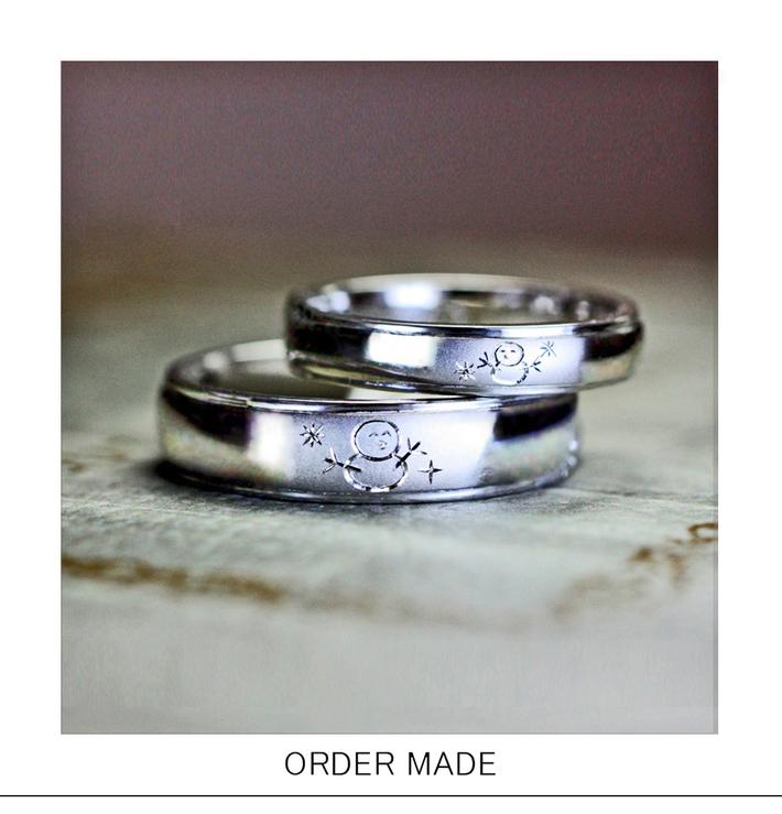 ふたりの雪だるまが向かい合ってほほ笑んでいるオーダー結婚指輪・千葉 柏のカップルのサムネイル