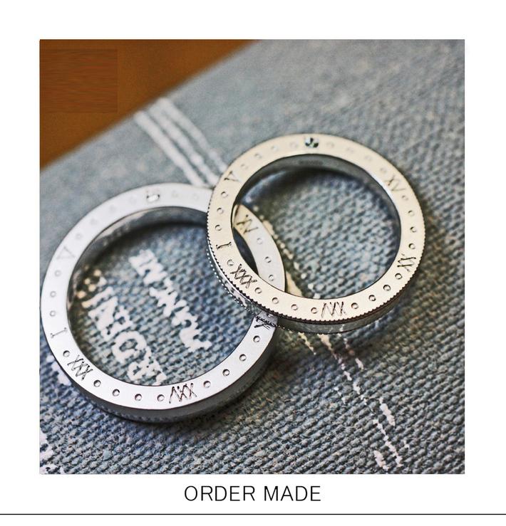 メモリーダイアル・結婚指輪にローマ文字でダイヤルのように刻んだふたりの大切な記念日のサムネイル