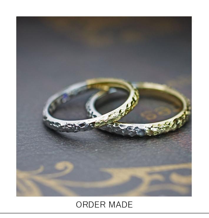 ゴールドとプラチナを半分に繋いだクロコ・テクスチャーの結婚指輪のサムネイル