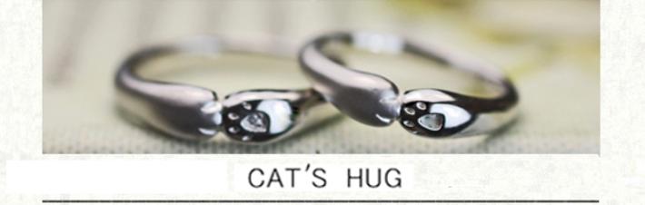 ネコがハグするデザインにオーダーメイドしたプラチナ結婚指輪の画像
